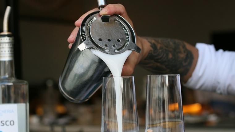 Réalisation de cocktails en atelier pour le cqp barman barman académie Lyon région Auvergne Rhône-Alpes